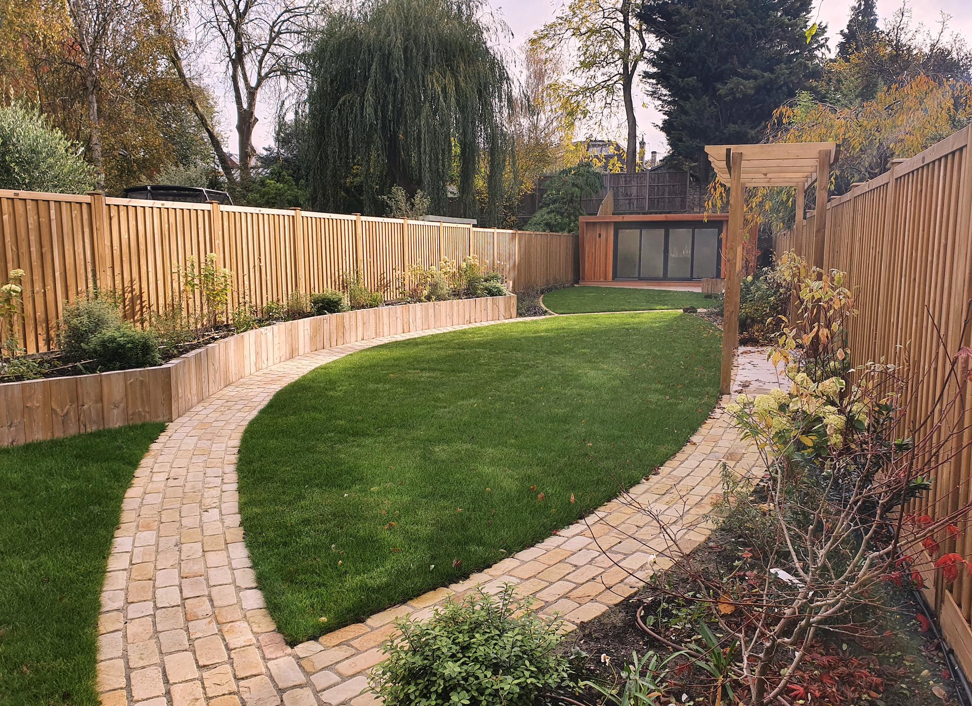 Narrow garden landscaping ideas.